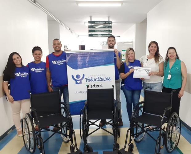 HCSL recebe três cadeiras de rodas da campanha Lacre Amigo