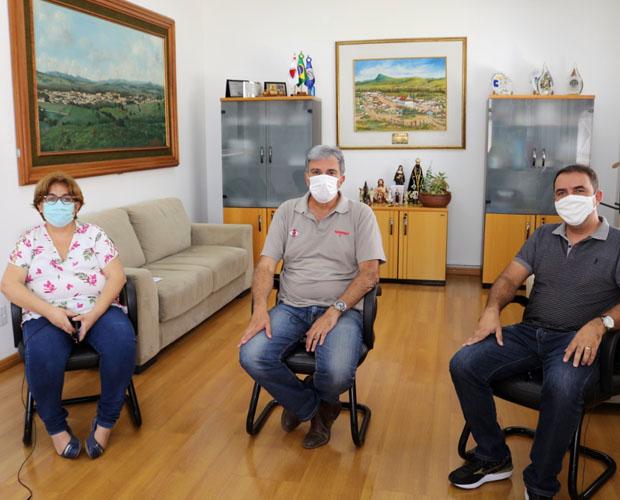 Prefeito Rafael Simões e secretária de Saúde Silvia Regina participam de Programa na Rádio