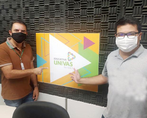 Programa �Caf� com Not�cia� estreia neste s�bado, 12 de setembro, na Univ�s FM
