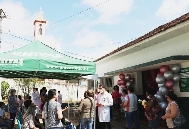 """Univás e Colégio João Paulo II participam de ação """"Outubro Rosa"""" na UAPS São João"""