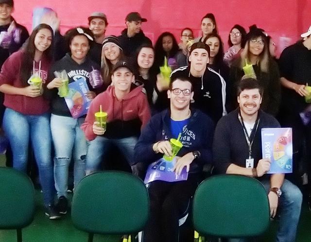Escola de Paraisópolis recebe visita da Univás
