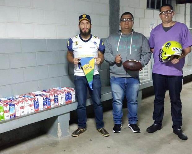Torcida do Pouso Alegre Gladiadores doa 120 litros de leite ao Hospital Samuel Libânio