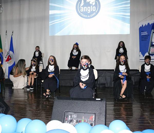 Anglo Pouso Alegre realiza segundo dia de formatura do Pré II