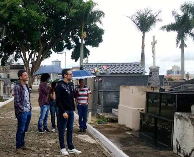 Alunos de História fazem visita técnica ao Cemitério Municipal de Pouso Alegre