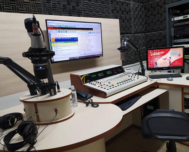Educativa Univás 104,5 FM lança nova plástica e nova programação