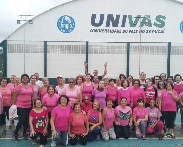 Curso de Educação Física conscientiza pessoas idosas sobre importância do Outubro Rosa