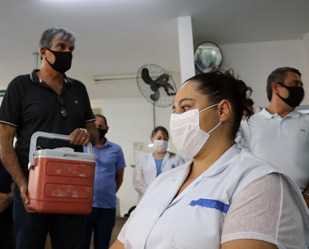 Profissionais da saúde do HCSL recebem as primeiras doses da vacina contra a COVID-19