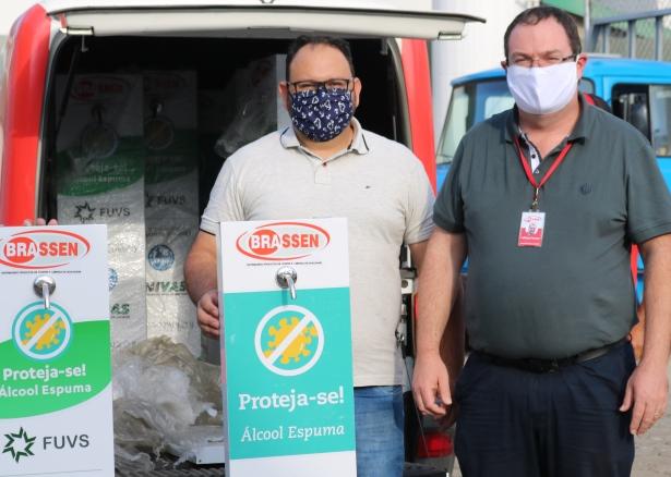 Empresa Brassen doa 10 totens dispensadores de álcool espuma ao Hospital Samuel Libânio